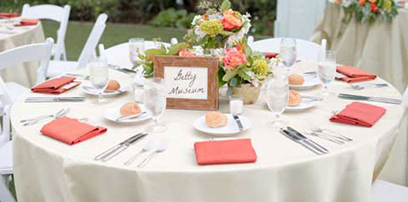 guest table at wedding